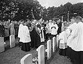 Herdenking strijd Arnhem, Airbornekerkhof, zegening graven, Bestanddeelnr 906-7264.jpg