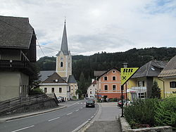 Himmelberg, Pfarrkirche heiliger Martin in straatzicht foto1 2011-07-25 14.27.jpg