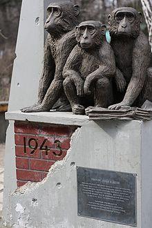 Первая столица Украины - Харьков 220px-IMG_2373_monument