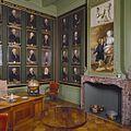 Interieur, begane grond, portrettenkamer- regentenportretten aan de muur - Utrecht - 20336932 - RCE.jpg