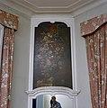 Interieur, eerste verdieping, detail geschilderd schoorsteenstuk en fotograaf Gerard Dukker in de spiegel - Langbroek - 20334722 - RCE.jpg