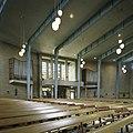 Interieur, overzicht richting het westen, met het orgel aan weerszijden van de ingang - Overloon - 20389054 - RCE.jpg