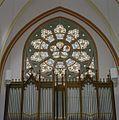 Interieur, overzicht van het glas-in-loodraam boven het orgel in de westgevel - Woerden - 20378946 - RCE.jpg