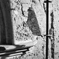 Interieur voormalige zuidelijke koordoorgang, ingemetseld kapiteel in oudere opening - Bedum - 20323036 - RCE.jpg