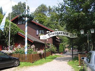 Isenach - Image: Isenachweiher mit Blockhaus zur Isenach 007