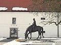 Jezdecka socha TGM pred Muzeem TGM v Lanech.jpg