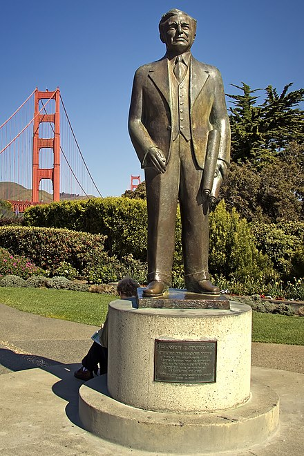 San Francisco's Joseph Strauss Memorial, in March 2010. Joseph Strauss Memorial.jpg