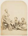 KITLV 10021 - Isidore van Kinsbergen - Ida Ketoet Anom, Punggawa (nobleman of the empire) of Bandjar with lontar in his hand - 1865.tif
