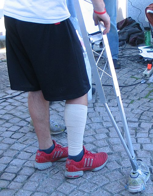 http://upload.wikimedia.org/wikipedia/commons/thumb/b/b5/KKC_2007_Crutches.jpg/500px-KKC_2007_Crutches.jpg