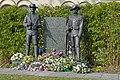 KNIL monument met bloemen.JPG