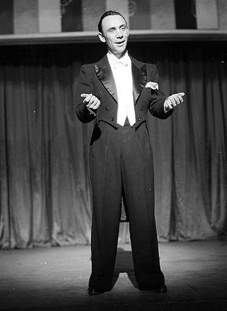 White tie - The German actor Rudolf Platte wearing white tie on stage in 1937