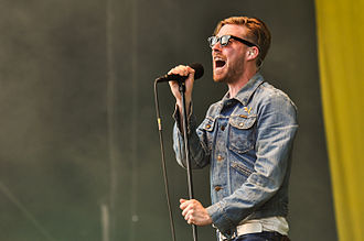 Kaiser Chiefs - Ricky Wilson in concert in Germany in 2013.