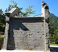 Kapellenruine Seitenansicht Rosenbach, erbaut 1903 als Aufbahrungshalle mit Friedhof im Gedenken an die Toten beim Bau des Karawankentunnels.jpg