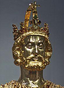 ef8c67d65 Relikviářová busta sv. Karla Velikého v Cáchách objednaná Karlem IV. kolem  roku 1350. Korunou na její hlavě byl pravděpodobně Karel korunován roku  1349 na ...