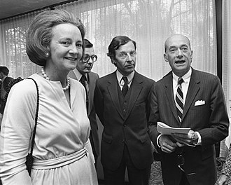 Katharine Graham - Graham with a Dutch news official and U.S. ambassador to the Netherlands, 1975