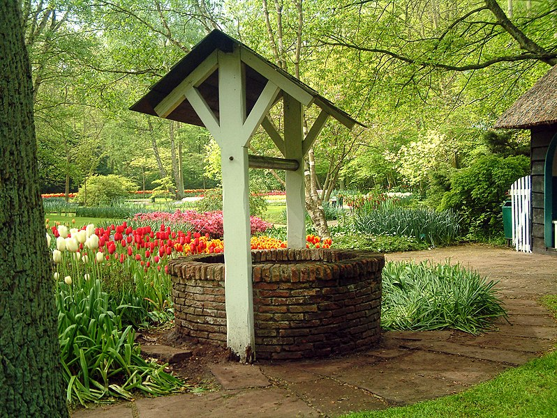 File:Keukenhof well1352.jpg