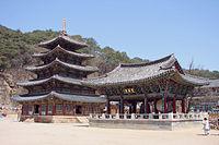 Korea-Boeun-Beopjusa Palsangjeon and Bell Pavilion 1765-06.JPG