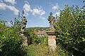 Kostel Nanebevzetí P. Marie (Konojedy) sochy u vstupu do areálu kostela.JPG