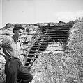 Krovec Slavko Štrumbelj, Mali Lipovec, pokriva streho na štali (hlevu) doma 1957 (5).jpg