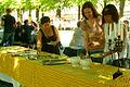 Kuchen-Buffet mit Vanille-Sossen während der Pfingsttafel Hannover 2012.jpg