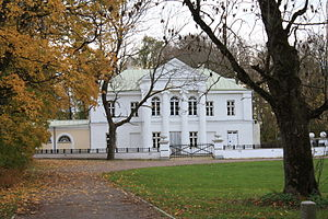 Kumna - Image: Kumna manor front