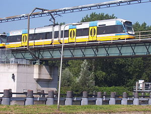 RijnGouweLijn - Light rail train at the swingbridge across the Gouwe river