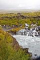 Las cascadas de Hraunfossar (10016920605).jpg