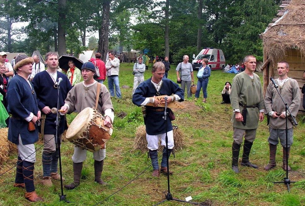 Latviu senovinio folkloro grupe Vilki.2009-08-22