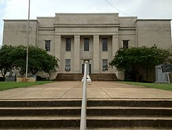 Lawrence County Courthouse in Moulton, Alabama.JPG
