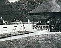 Le cours de l'île de Puteaux, lors des finales du tennis aux JO de 1900.jpg