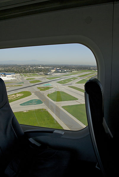 File:Leaving Long Beach Airport on airship Eureka (4361830720).jpg