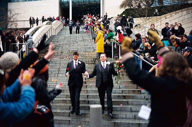 В  церквях Дании с каждым годом венчают все больше однополых пар