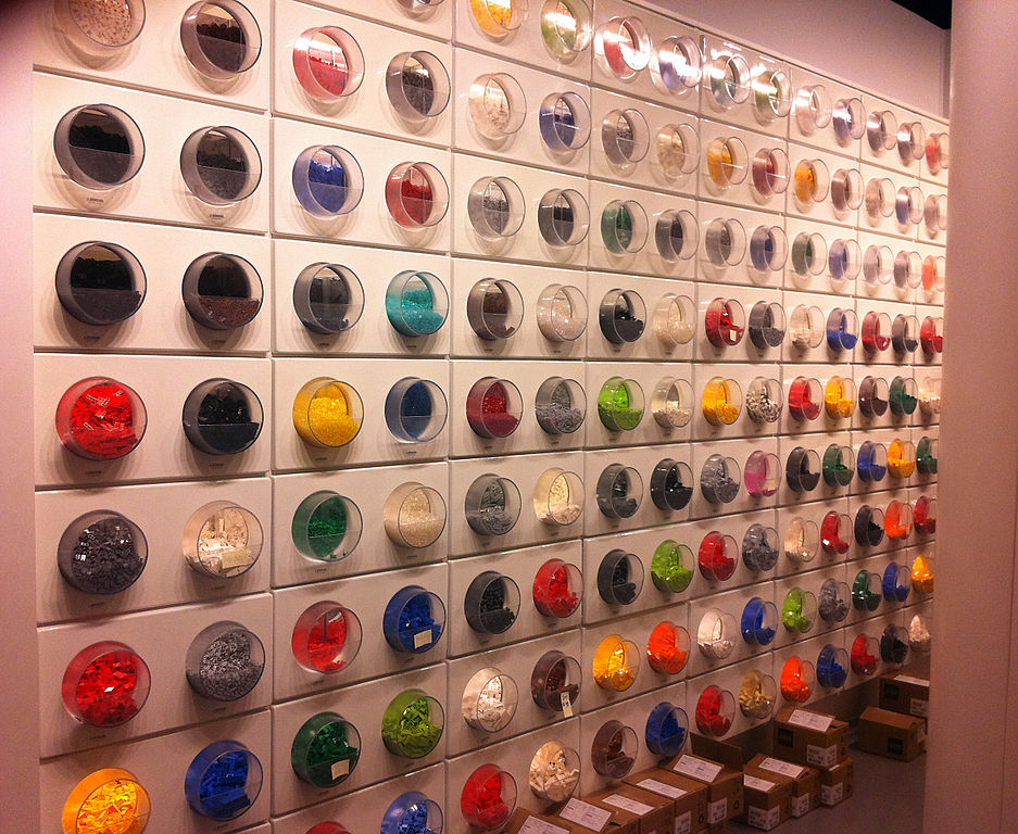 File:Lego Pick a Brick Wall - Arden Fair Mall - Sacramento ...
