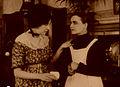 Les Vampires (9)-Musidora e Suzanne Le Bret.jpg