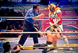Último Guerrero - Jushin Thunder Liger tearing at Guerrero's mask during Liger's tour of Mexico