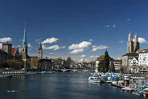 Limmat - The Limmat in Zürich, looking downstream to Rathausbrücke from Quaibrücke at Lake Zurich, Stadthausquai to the left and Limmatquai to right.