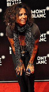 Linda Perry standing while putting her hands on her keens