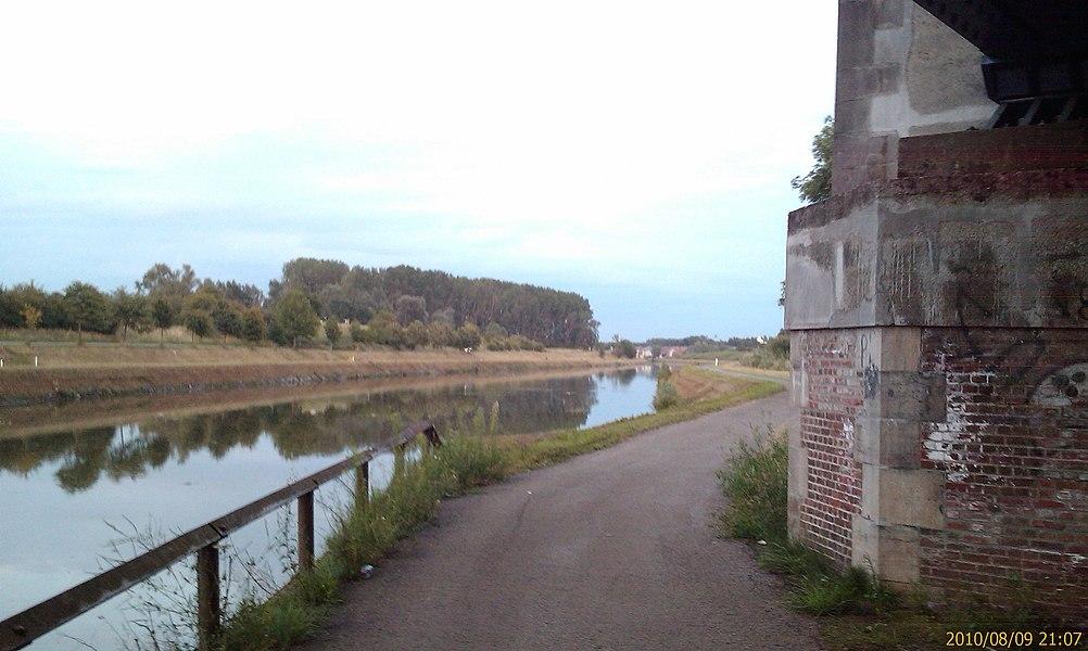 Long du canal Charleroi - Bruxelles