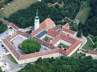 Luftaufnahme des Stiftes Heiligenkreuz