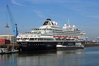 Bunkering - Dutch cruise ship Prinsendam receiving fuel from Belgian bunkering tanker Mozart in the port of Zeebrugge
