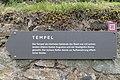 Magdalensberg Archaeologischer Park Wegweiser zum Tempel 02062016 2204.jpg