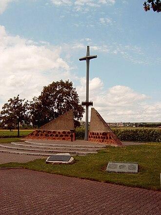 Bretzenheim - Image: Mahnmal Feld des Jammers 1