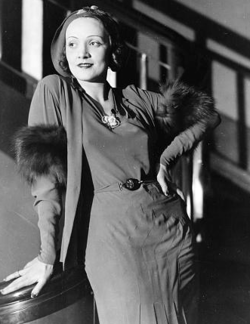 Marlene Dietrich circa 1930 (cropped).png