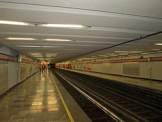 Metro Juanacatlán - Image: Metro Juanacatlán Platforms