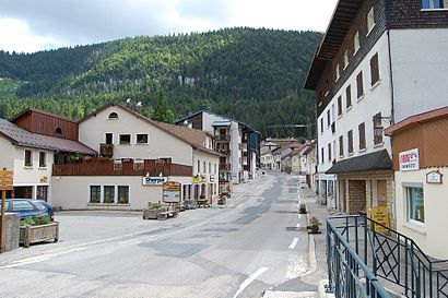 How to get to Mijoux with public transit - About the place