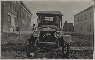 Mitchell (automobile) - Image: Mitchell automobile built in Racine, Wisconsin, ca. 1911