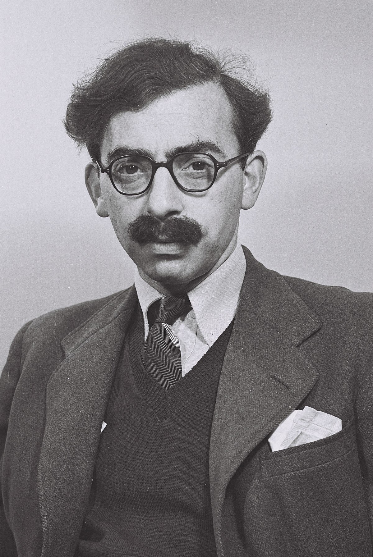 Moshe Pearlman