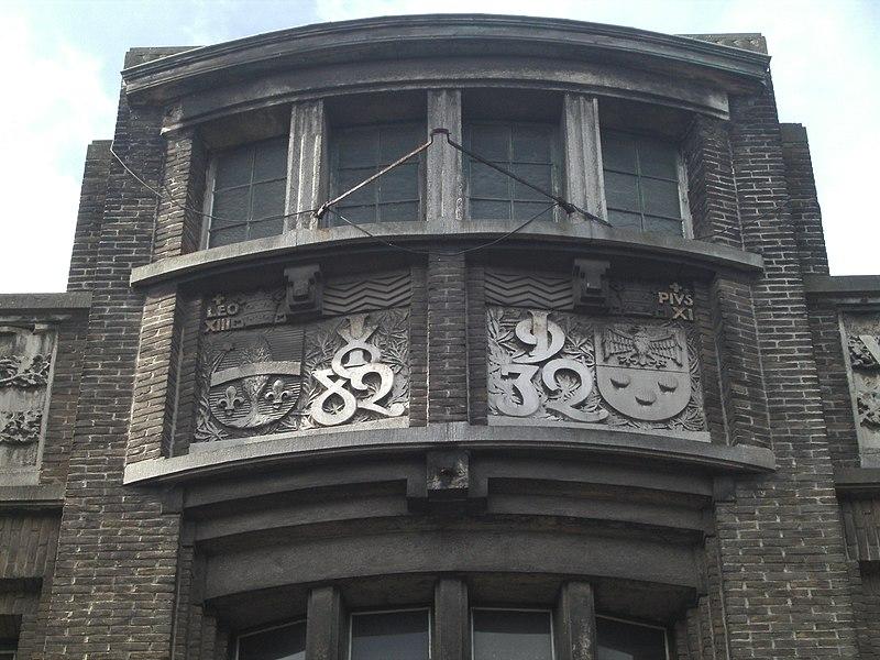 Mouscron (Belgique)) - Cercle ouvrier catholique - rue Aloïs den Reep - fronton - détail du centre.