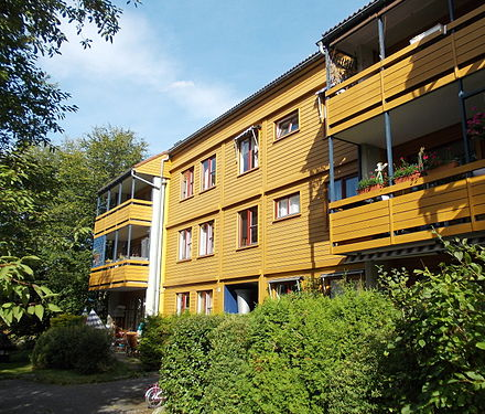 Anders Behring Breivik grew up in the West End of Oslo. From 1982 to 1994, he lived with his mother in this apartment building in Skoyen. Nedre silkestraa.jpg