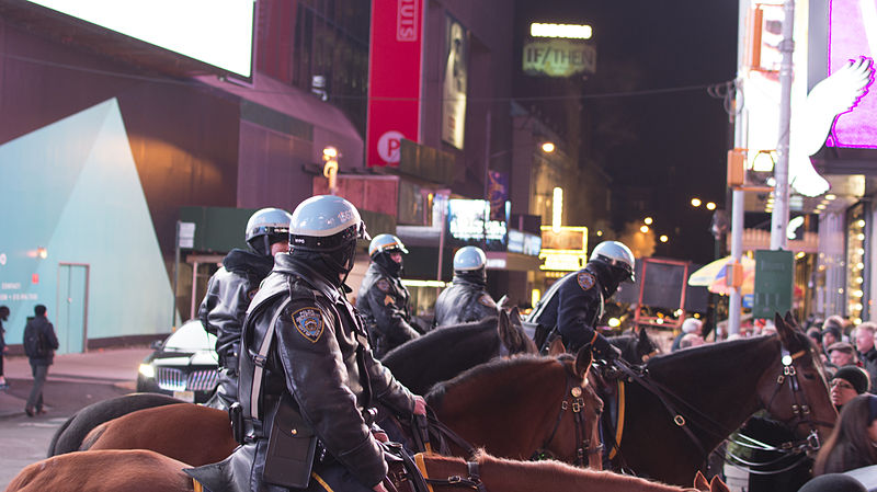 Datei:New York City Police Department Mounted Police Officers Time Square photo D Ramey Logan.jpg